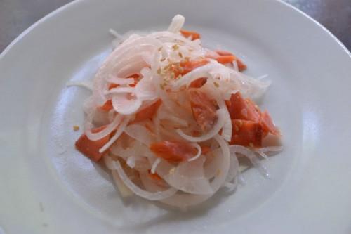 新たまねぎと焼き鮭のサラダ